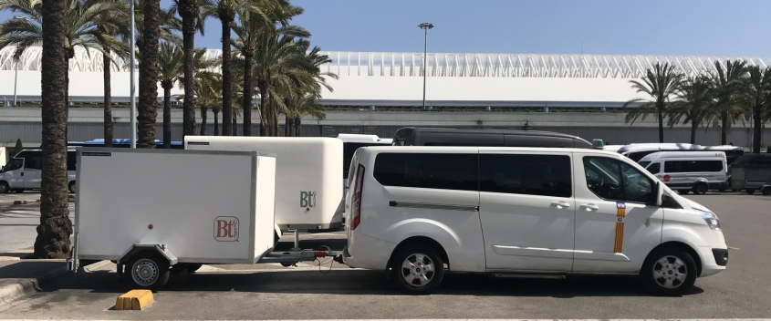 Cycling camp and airport bus to Portals Nous
