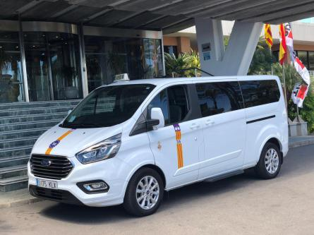 Mallorca airport minibus for 5,6,7 or 8 persons