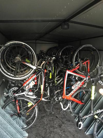 Bus with bicycle and golf trailer to Playa de Muro and training transportation