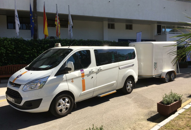 Taxis and transfers with bicycles to Cala Murada